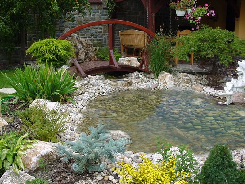 Umelé jazierka v okrasných záhradách