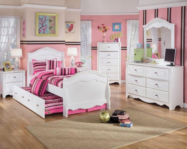 Dievčenská ružová izba