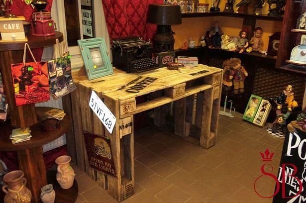 Vyrobte si originálny stôl z prepravných paliet