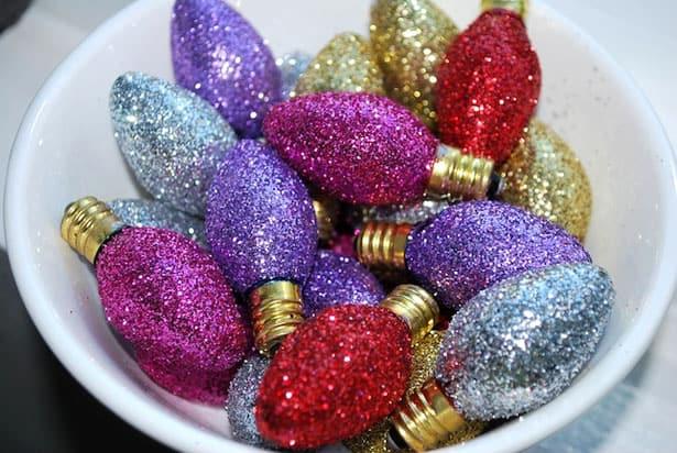 vypálené žiarovky ako luxusná vianočná ozdoba