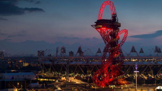 Červená rozhľadňa alebo extravagantná socha?