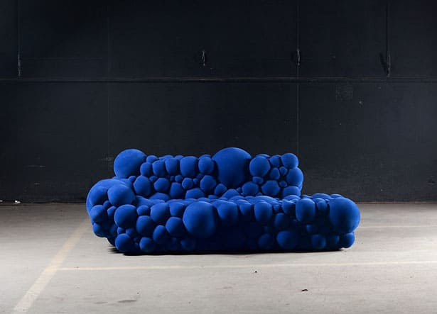 bodentiefes-sofa-indigo-blau-moderne