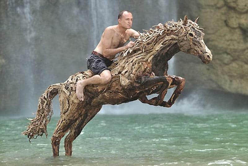 James Doran a jeho drevený kôň