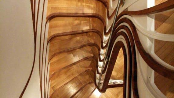 Zmyselné schodisko s nezvyčajným zábradlím
