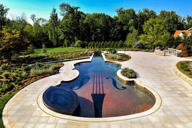 stradivarius-violin-pool