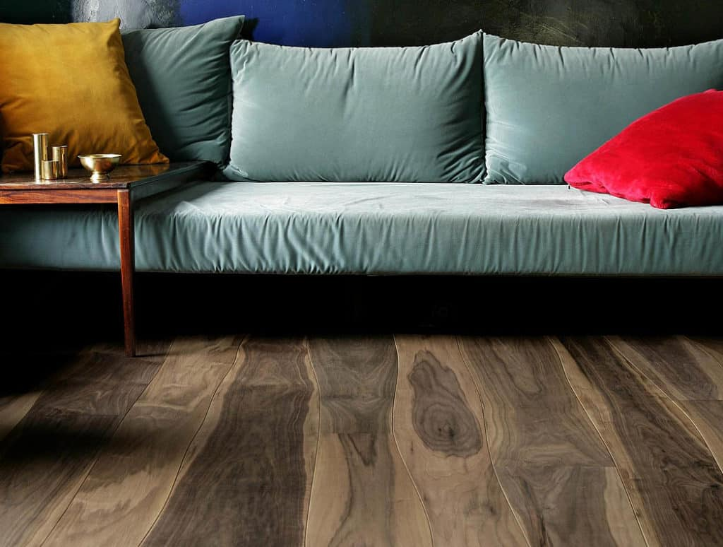 zakrivené drevené podlahy