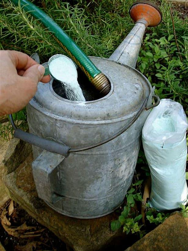 Príprava na hnojenie - apríl v záhrade