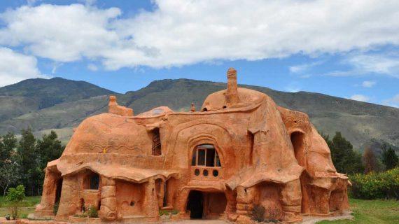 Dom kompletne postavený z hliny