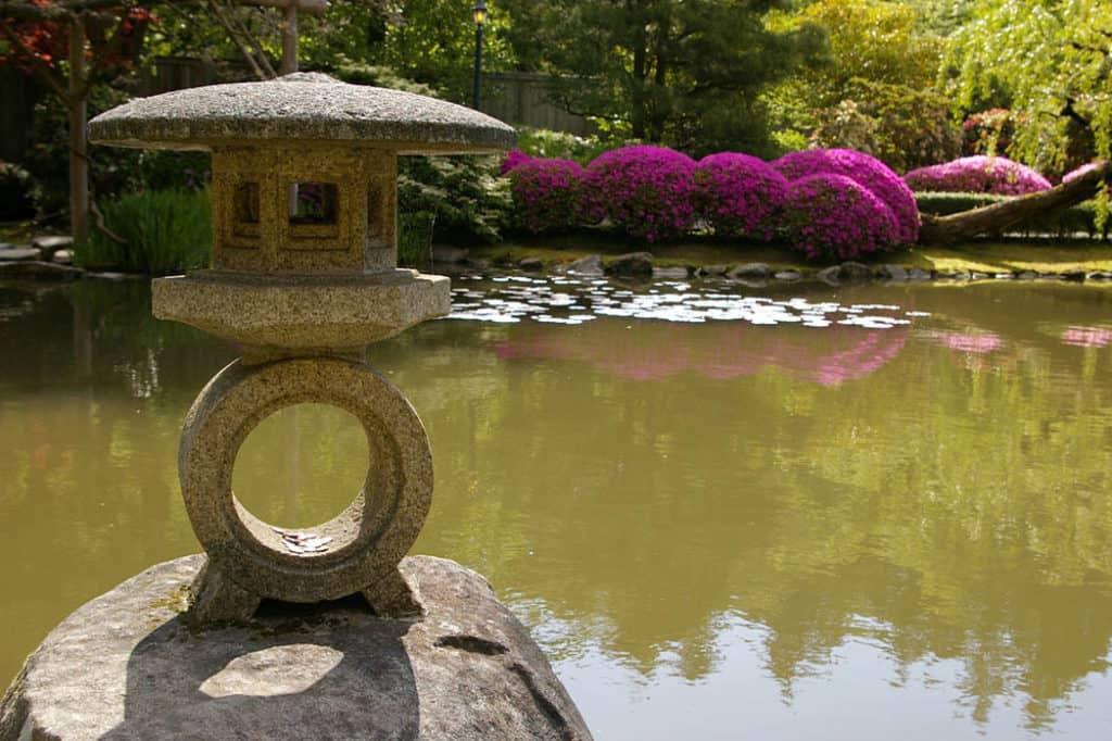 Japonské záhradné lampáše