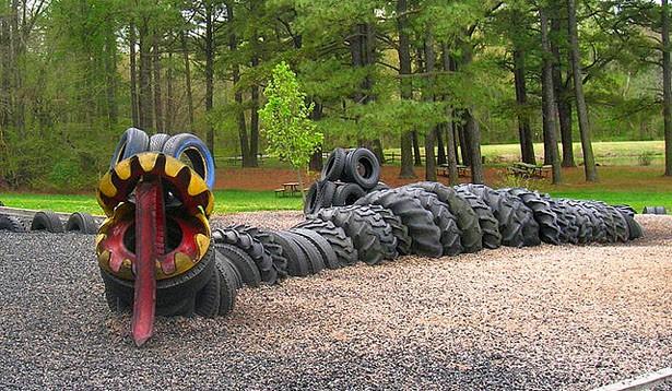 Drak zo starých pneumatík