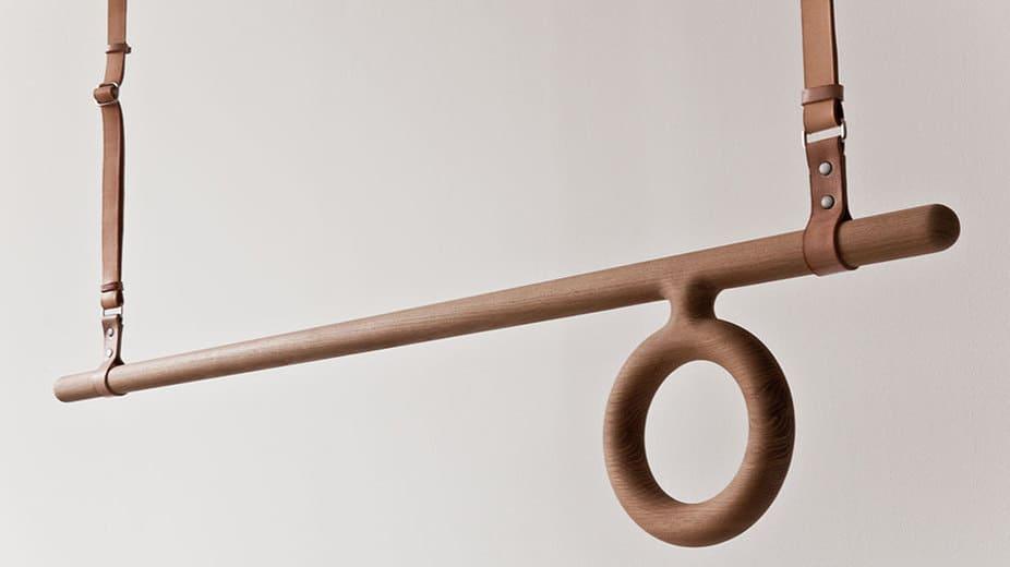 Originálny drevený vešiak