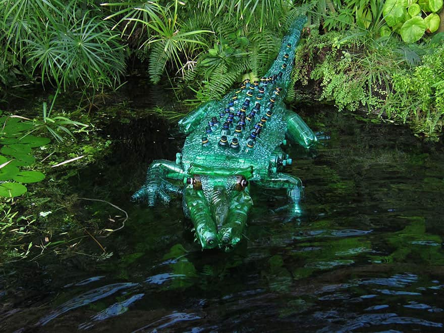 plastic-bottle-sculpture-5