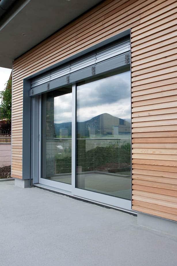 makrowin-drevohlinik-okna-tienenie