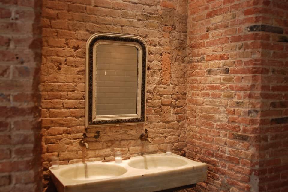 Útulný minimalizmus v kúpeľni. Ako na to