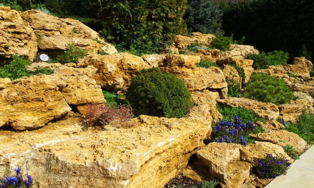 Krajšia záhrada – čo tak skalka
