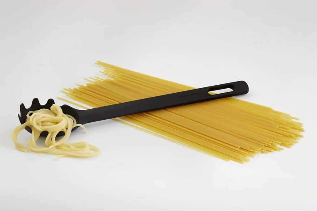 1019532_Functional_Form_pasta_spoon_new_with_ingredient_spaghetti