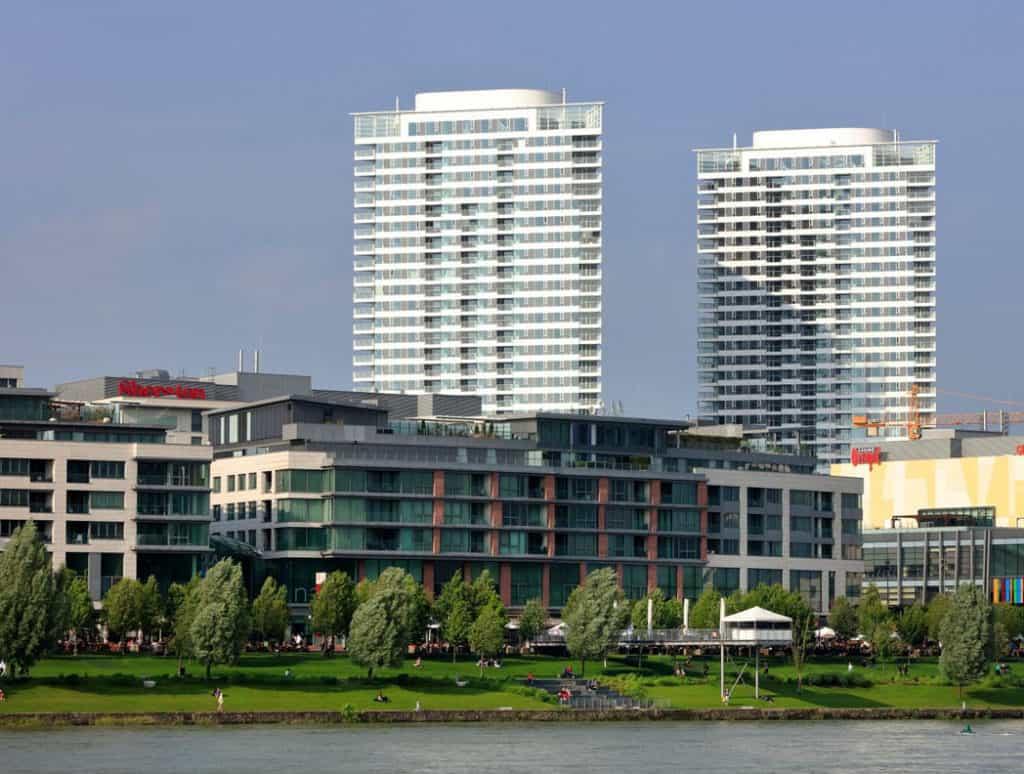 Panorama City nesie 36000 m2 fasádnych elementov Schüco