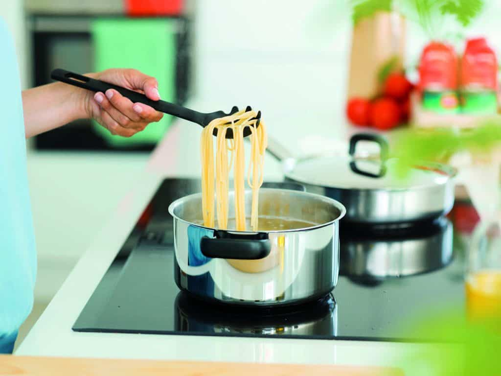 Fiskars_Action_FunctionalForm_Hoboptimised_Casserole_cookingpasta_induction_new