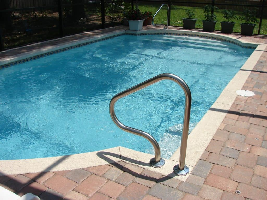 pool-317451_1920