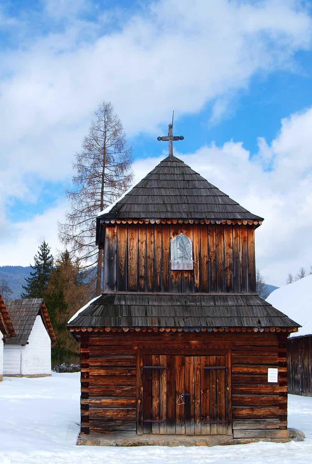 Ľudová architektúra - drevený kostol