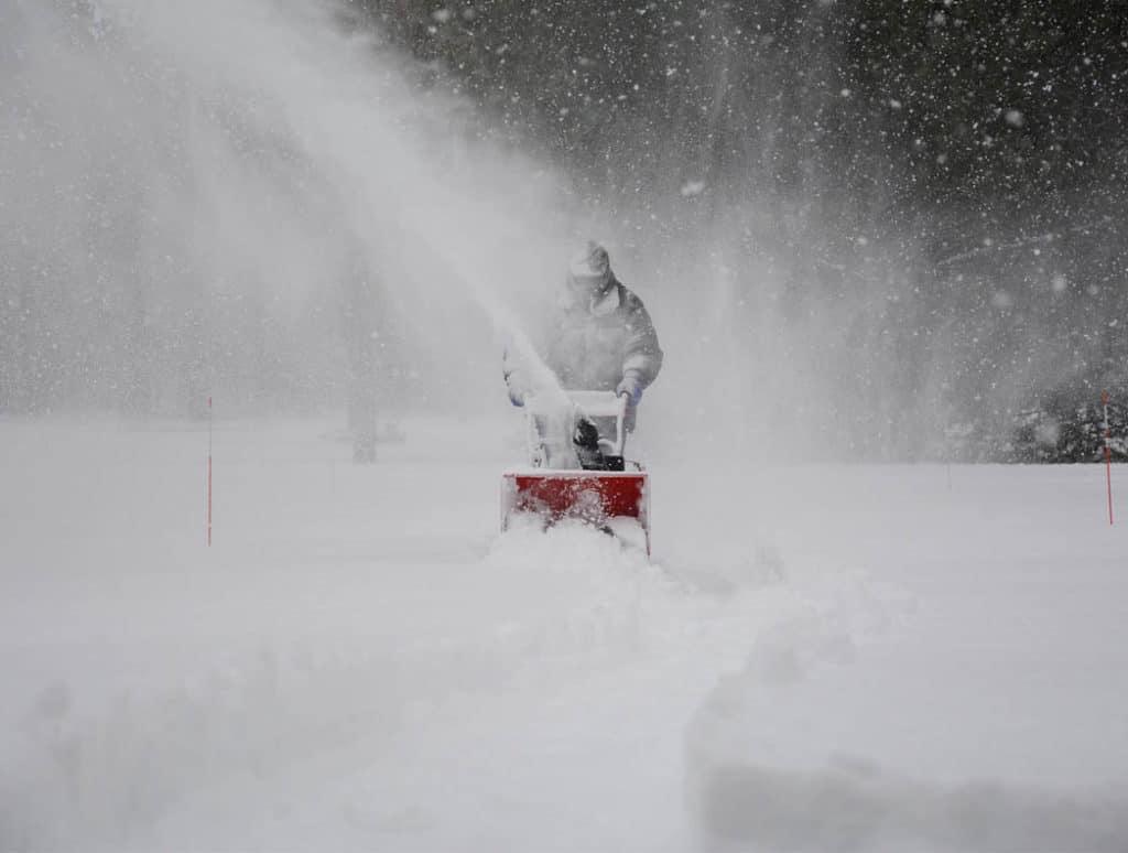 Vyhoďte lopatu. Sú tu snehové frézy.