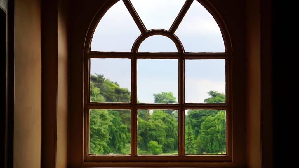 Jednoduchý proces údržby drevených okien