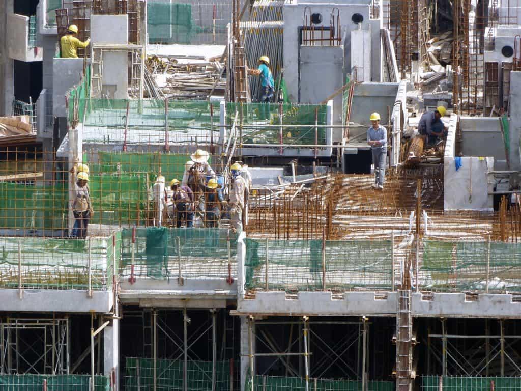 staršia generácia stavebníkov