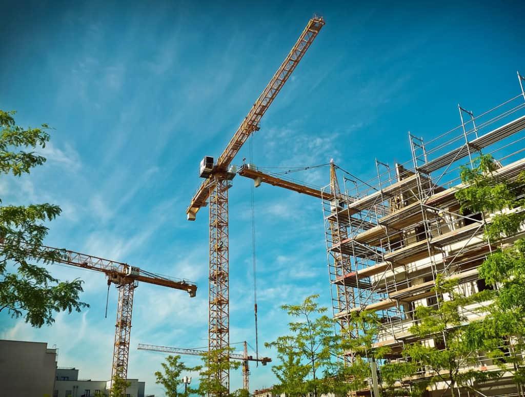 Stavebným podnikateľom chýbajú kvalifikovaní zamestnanci.