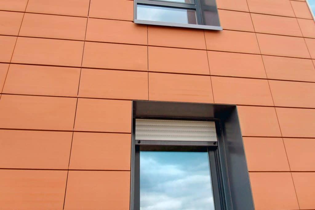 Odvetrávané keramické fasádne systémy