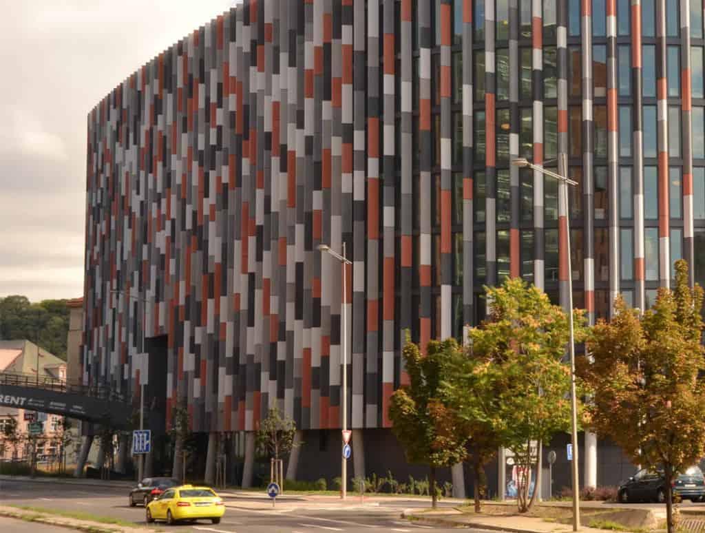 ROCKWOOL predstavuje novinku pre prevetrávané fasády. Zabezpečí väčšiu energetickú úsporu.