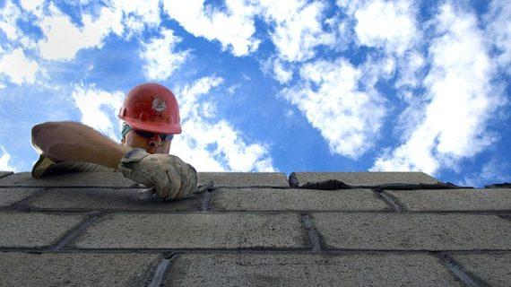 Bez čoho sa hrubá stavba rodinného domu nezaobíde