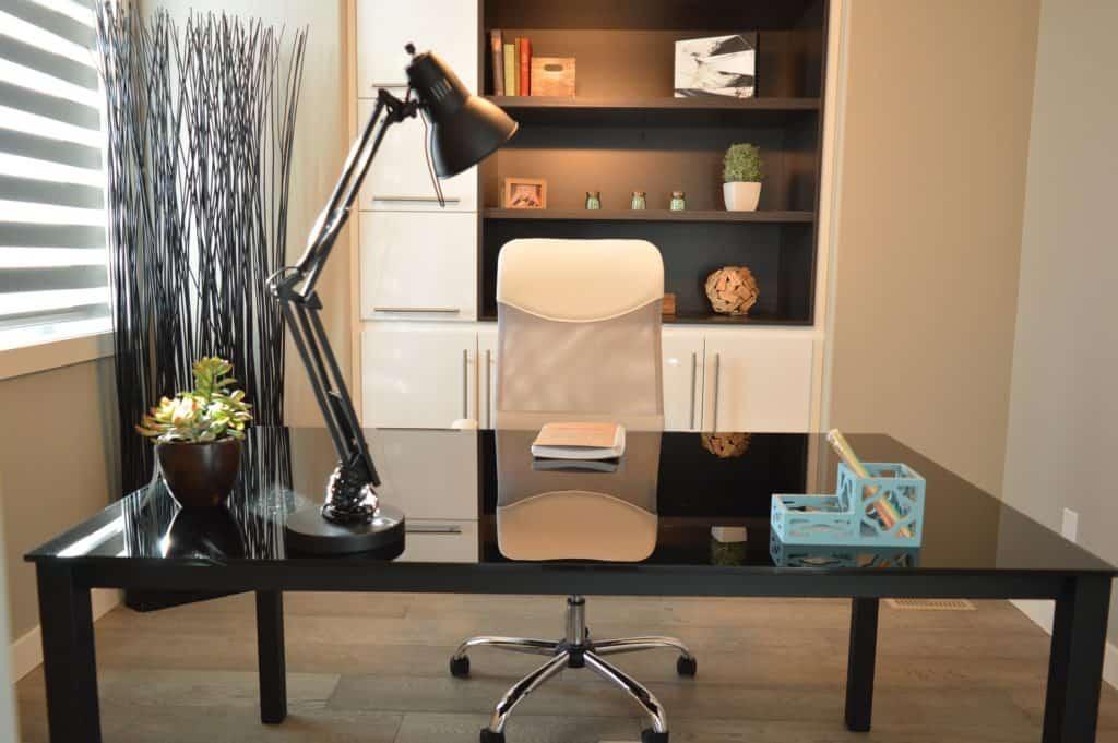 Kancelársky stôl a stolička
