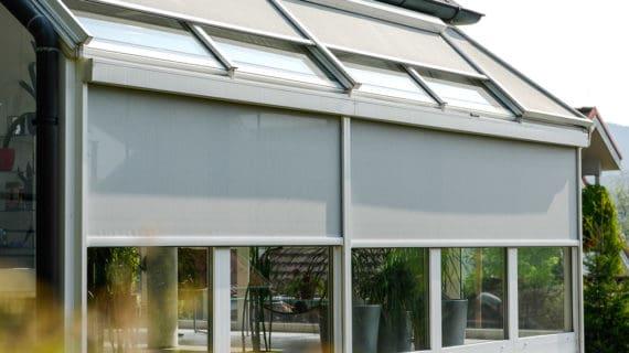 Objavte prednosti vonkajšieho zatienenia okien screenovými clonami