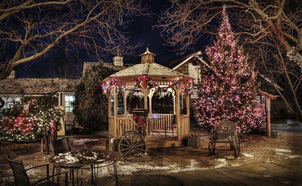 počas Vianoc žiaria blikajúcimi svetielkami