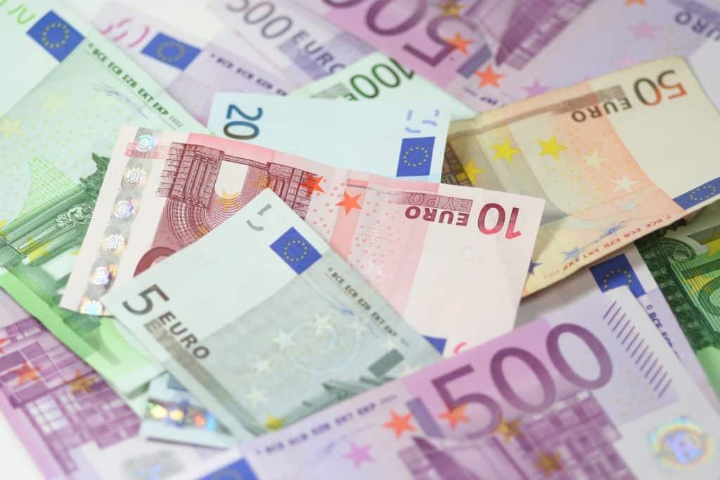 Dlh v prepočte na obyvateľa je 6 160€