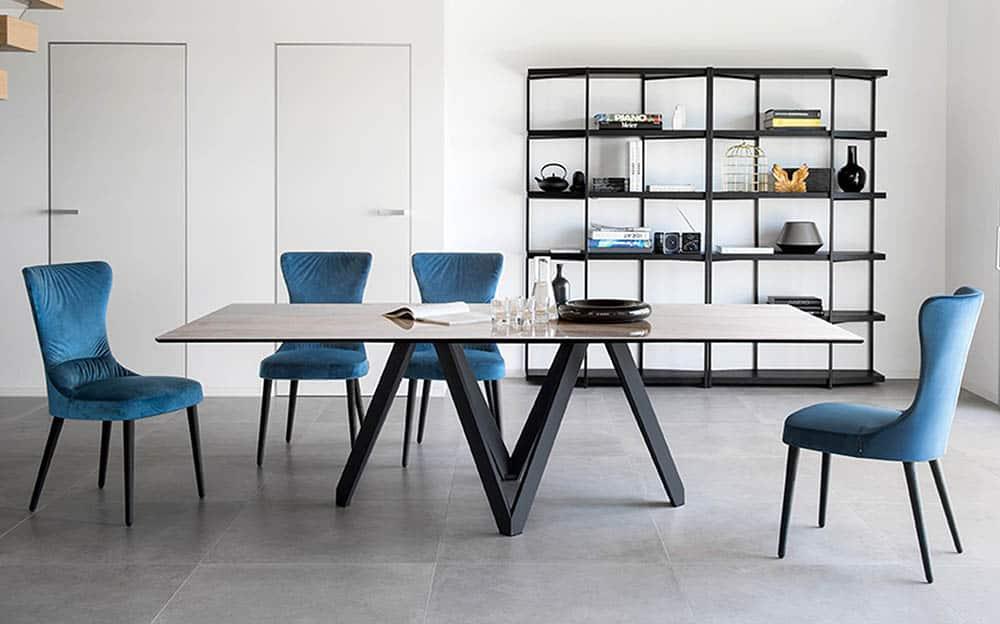 Dominantný luxusný jedálenský stôl