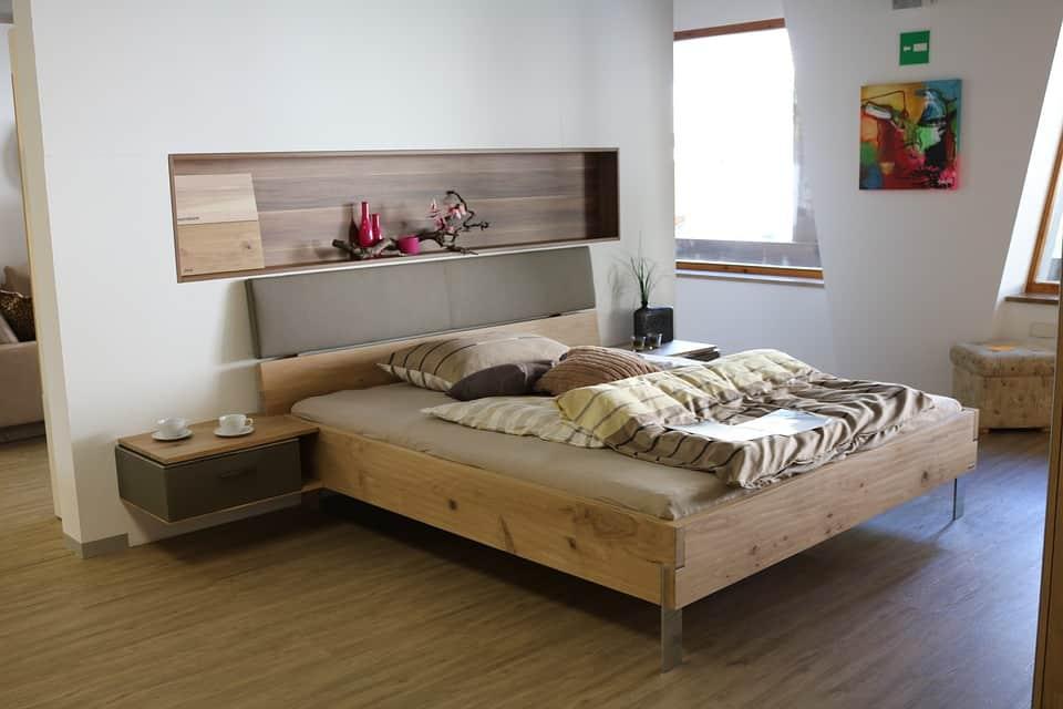 Priestor na stene a pod posteľou
