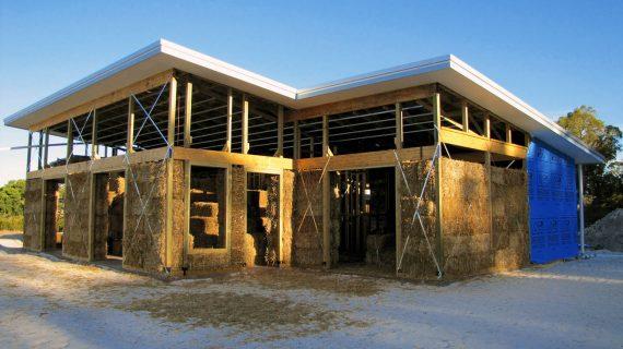 Na čo myslieť pri výstavbe domu z hliny a slamy