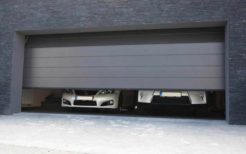 Akú zvoliť garážovú bránu?