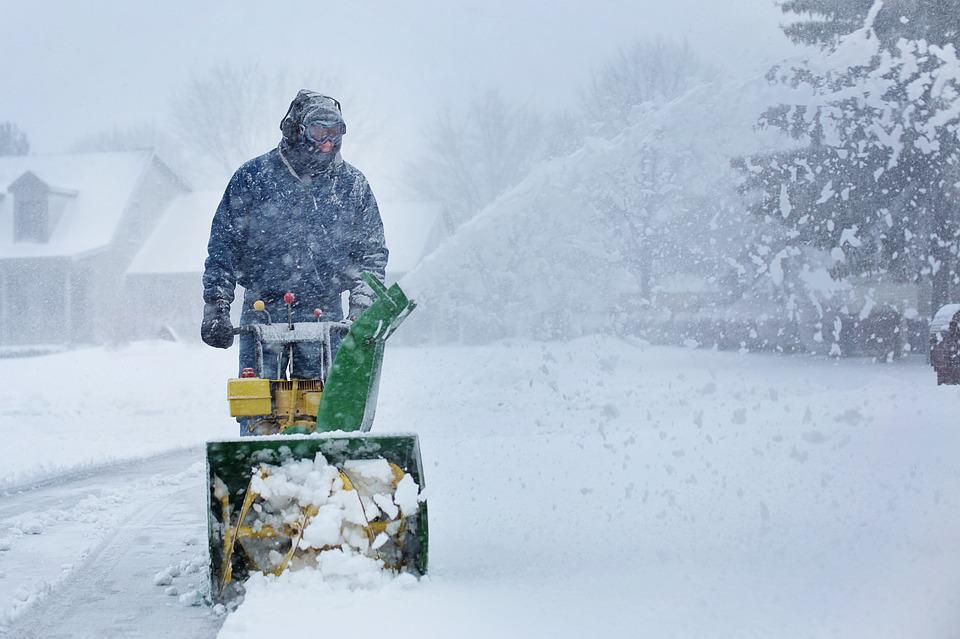 Odpratávanie snehu snehovou frézou