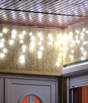 Svetelný záves - vonkajšie vianočné osvetlenie