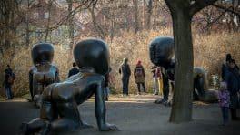 Bronzové bábätká v pražskej Kampě