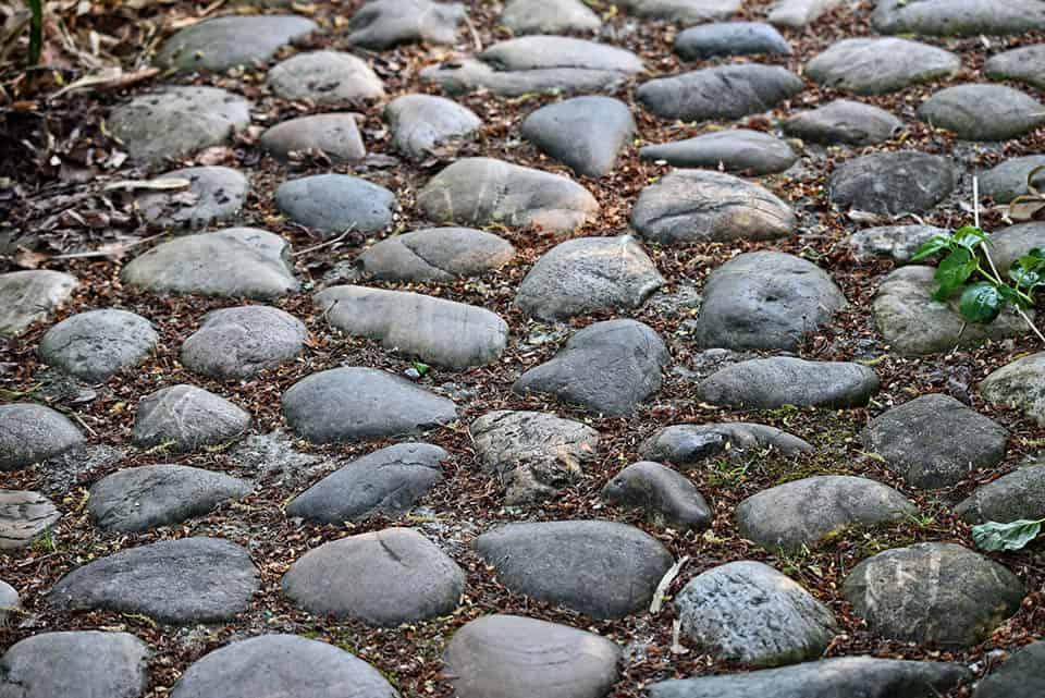 Kamenný chodník