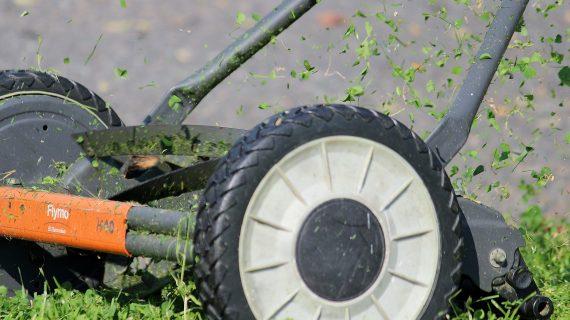 Záhradná kosačka a jarná údržba
