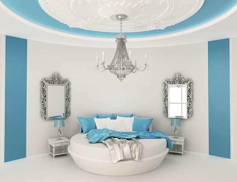 Rustikálne zrkadlá v barokovej spálni