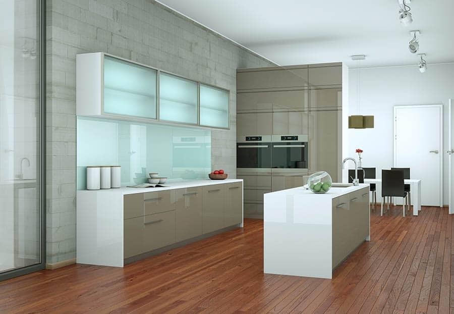 Kuchyňa so sklenenými doplnkami