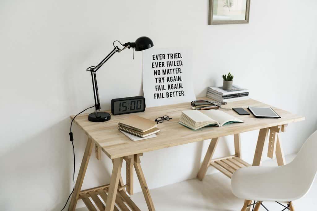 Písací stôl drevený