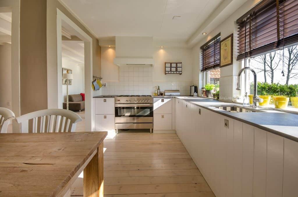 Laminátová podlaha v kuchyni