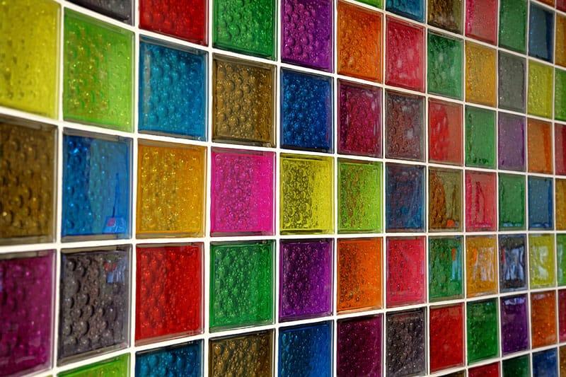 Farebné sklobetónové tvárnice