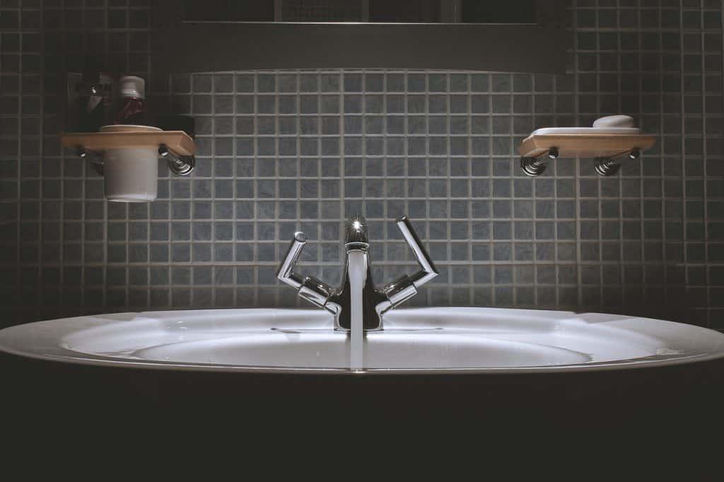Moderná kúpeľňa - vznik plesní